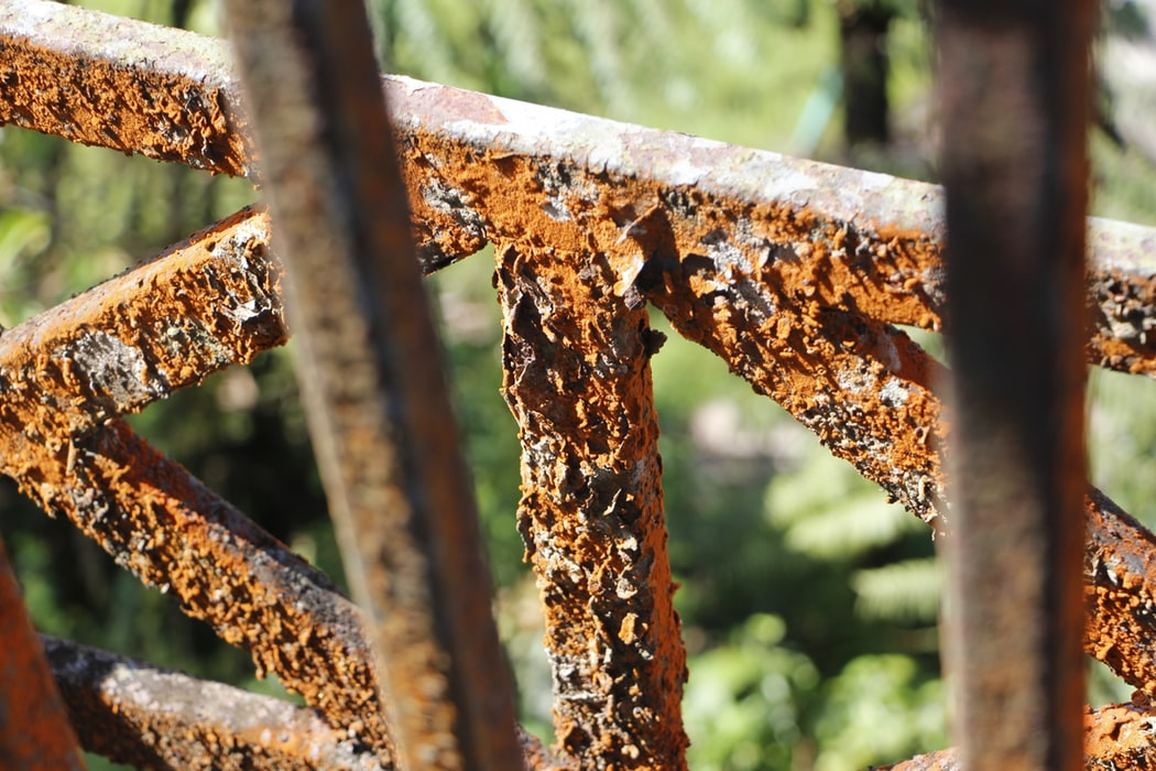 Image of rust on a fence