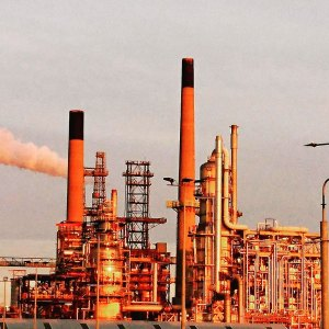 Image of an oil refinery